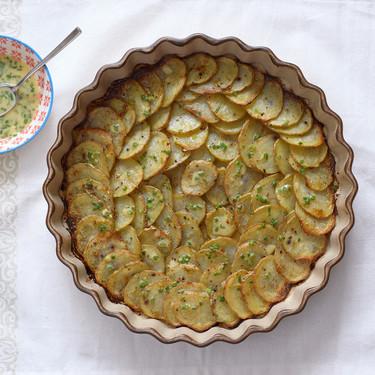 Patatas al horno con salsa de cítricos: receta de guarnición sencilla y versátil