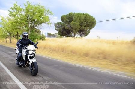 BMW_F_800_R_gcruzado