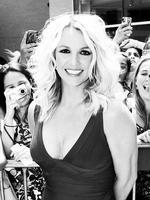 Para trabajar con Britney Spears en 'X Factor', si eres fea y poco estilosa, mejor que mejor
