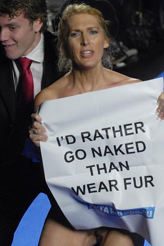 Protestas de PETA en la Semana de la Moda de Paris