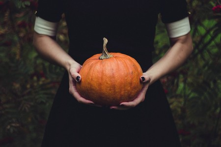 15 ideas de disfraces para presumir tu barriga de embarazada en Halloween