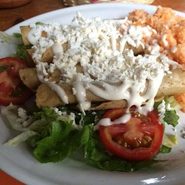Tacos dorados de zanahoria con queso. Receta fácil de la cocina mexicana