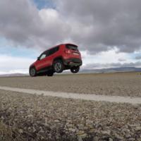 A algunos Jeep Renegade les da por levantar las ruedas traseras al momento de frenar bruscamente