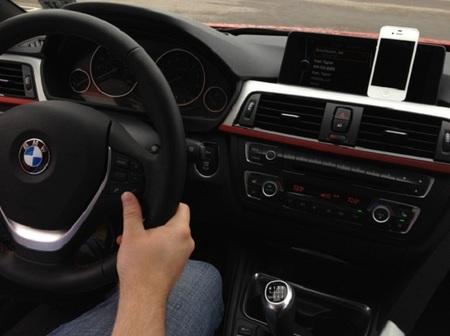 Apple está trabajando con varios fabricantes de automóviles para incluir Siri en los coches