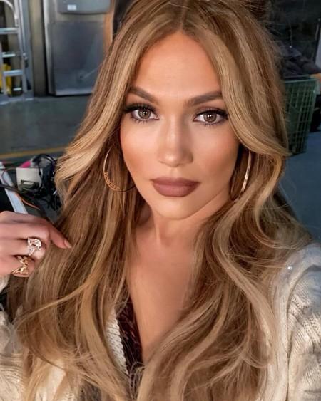 Jennifer Lopez se une a las Chunky Highlights, las mechas para el pelo más noventeras que se han vuelto tendencia