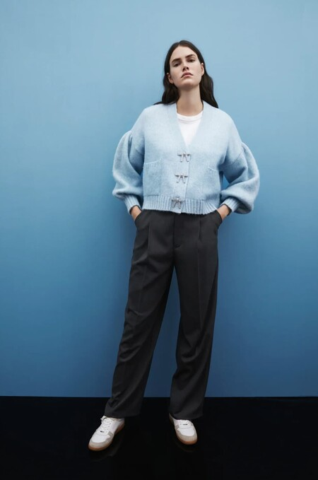 Siete chaquetas de punto con botón joya de Zara para dar un toque especial a cualquier look esta primavera 2021