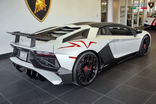 ¿Cansado de tuneos macarras? Así es la magia del Lamborghini Ad Personam sobre un Aventador SV