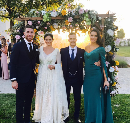 Pilar Rubio en la boda de Lucas Vázquez y otros looks suyos que no nos pondríamos