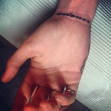 nuevo tatuaje cara delevingne silence