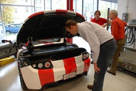 Una piedra en el camino de Tesla: no hay batería para tanto coche