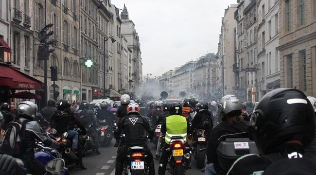 Manifestación de motos en París