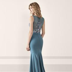 Foto 128 de 161 de la galería vestidos-de-fiesta-de-pronovias-2019 en Trendencias