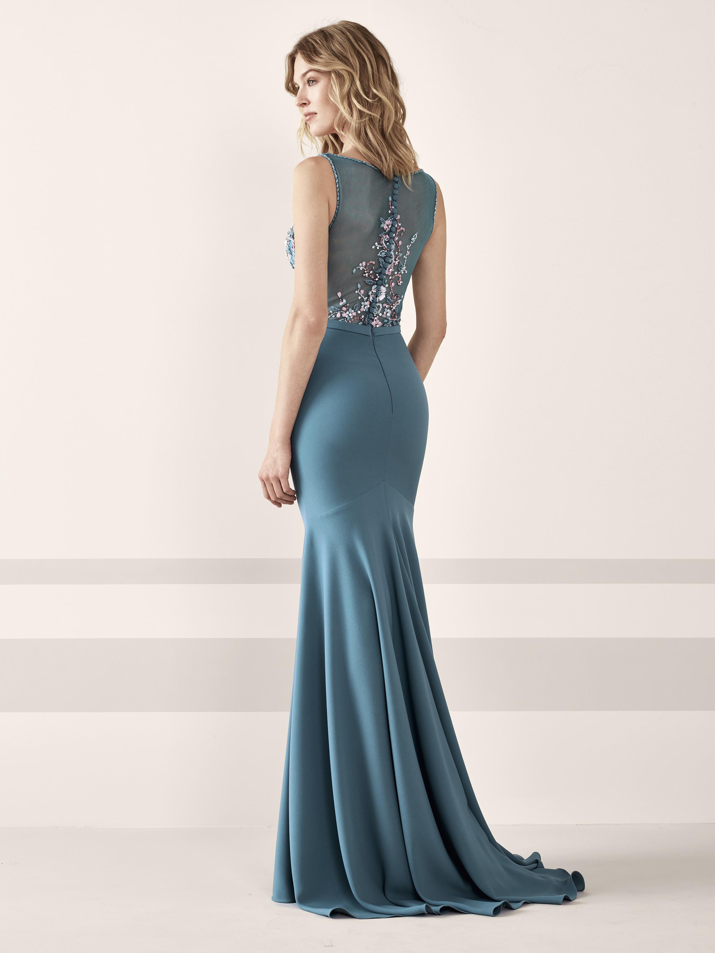 Foto de vestidos de fiesta de Pronovias 2019 (128/161)
