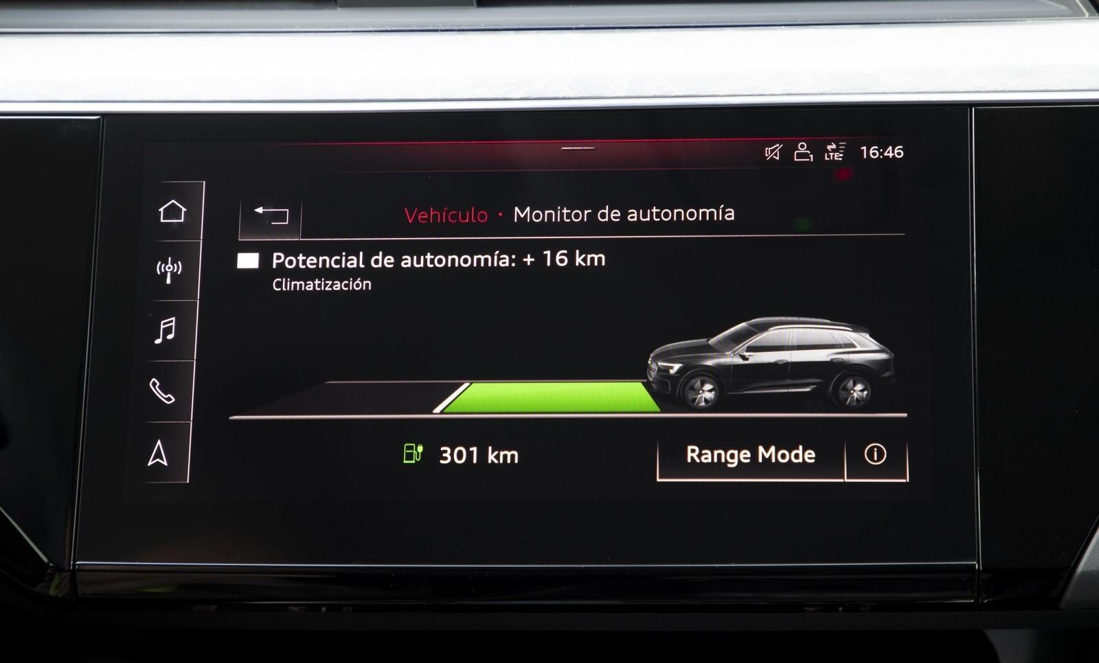 Foto de Audi e-tron (78/111)