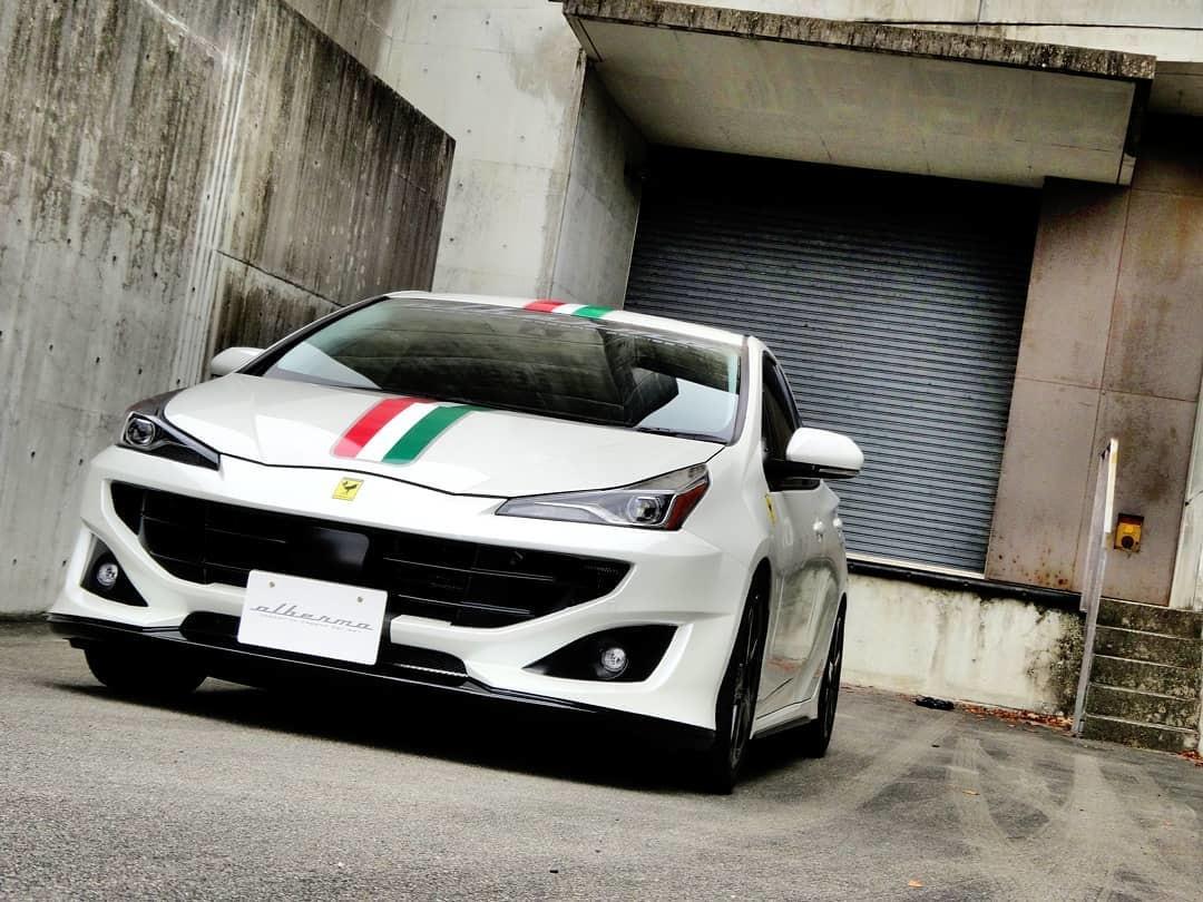 Foto de Toyota Prius convertido a Ferrari FF (33/33)