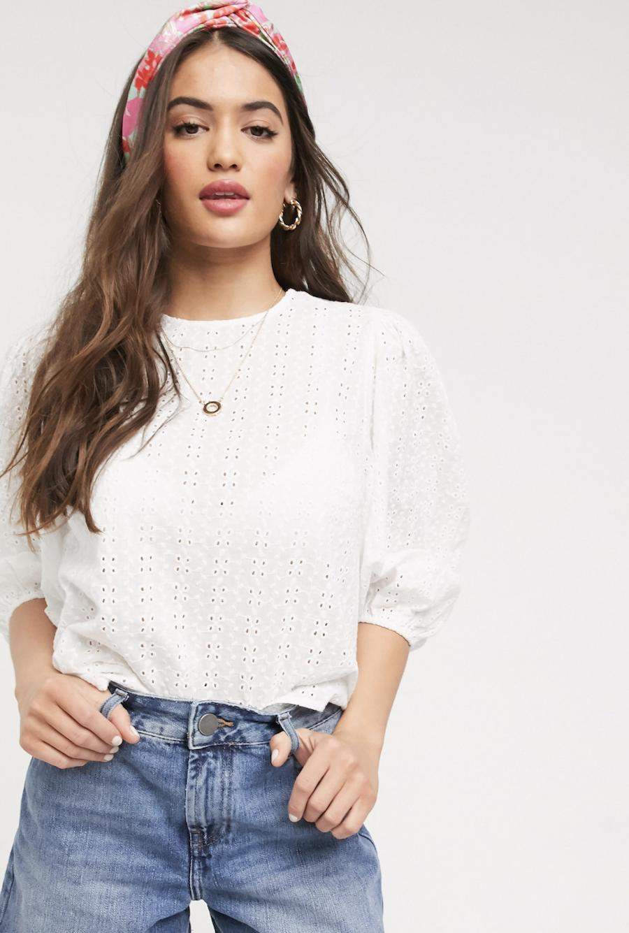 Blusa con bordado inglés blanco y manga abullonada de New Look