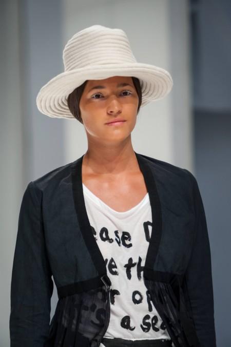 Las pestañas blancas se cuelan en la 080 Barcelona Fashion Week