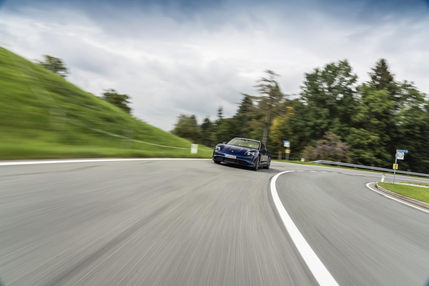 Foto de Porsche Taycan prueba contacto (93/275)