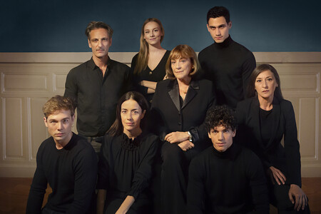 Entrevistamos al reparto de 'Alguien tiene que morir', la nueva miniserie de Manolo Caro ('La Casa de las Flores') en Netflix