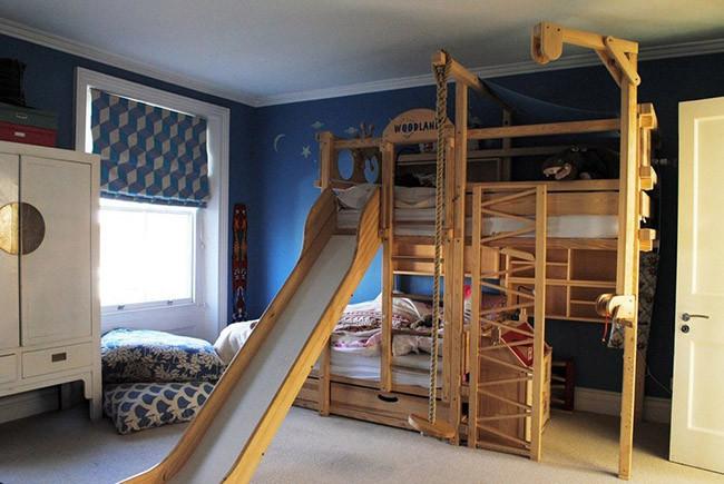 Una bonita casa inglesa llena de telas sorprendentes - Literas infantiles con tobogan ...