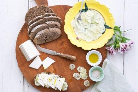 Tosta de pan de centeno con Burgo de Arias Lingote y pepino