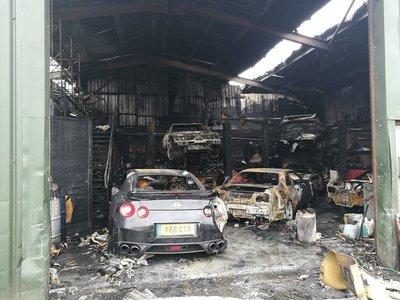 """Dolorpasión™: un grupo de """"Godzillas"""" cae ante un incendio en un taller especializado"""