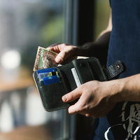 Cuanto más dinero encuentras en una cartera perdida, más probable es que decidas devolverla