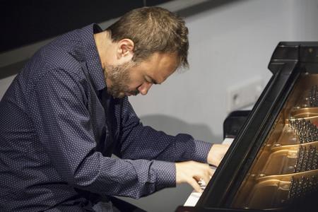 """""""Mi intención al integrar el iPad con la música es que no se oigan los unos y ceros"""", entrevista al pianista Moisés P. Sánchez"""