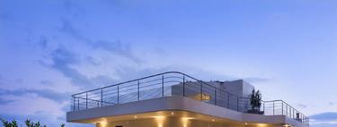 Una casa en Cannes con una fachada inspirada en un barco