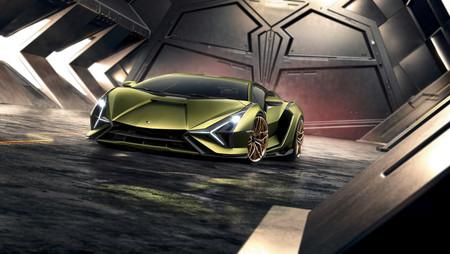 El primer híbrido de Lamborghini es un superdeportivo con 816 CV que reemplaza las baterías por supercondensadores para recargar energía