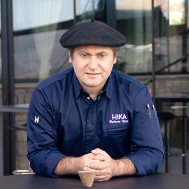Una comida en Hika: la vuelta a la restauración de Roberto Ruiz, el rey de la alubia negra de Tolosa