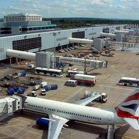 """El aeropuerto de Gatwick cierra indefinidamente y pide ayuda al Ejército para intentar contener el """"caos de los drones"""""""
