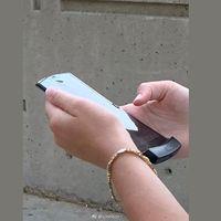 Nuevo razr: esta es la primera foto real del esperado smartphone con pantalla flexible de Motorola