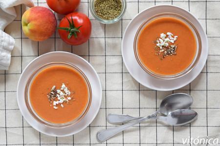 Gazpacho de melocotón sin pan: receta saludable y ligera para el verano