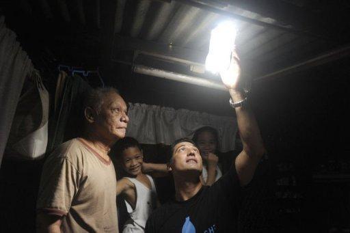 Botellas de luz solar que ofrecen esperanza en Filipinas