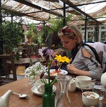 Elsa Pataky con India en Londres