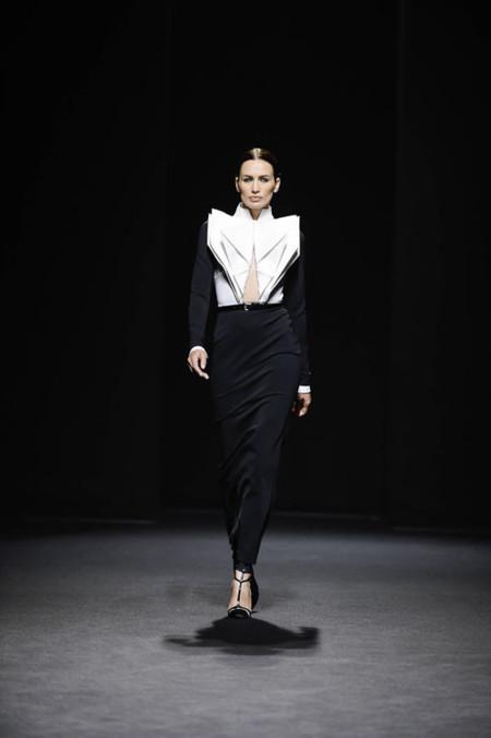 Nieves Álvarez protagonista del desfile de Alta Costura de Stéphane Rolland