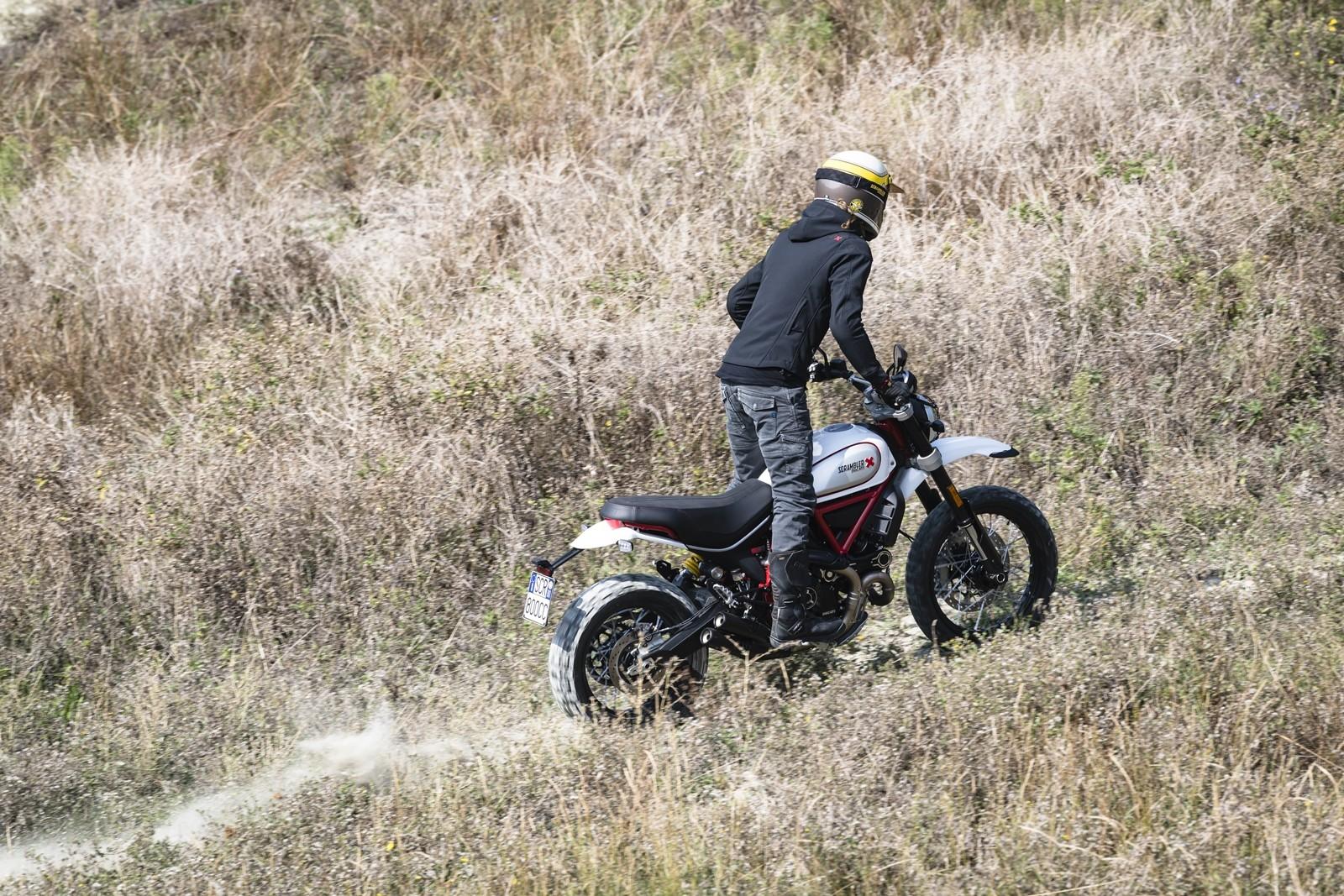 Foto de Ducati Scrambler Desert Sled 2019 (20/22)
