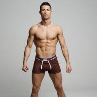 Cristiano Ronaldo nos hace un favor, presenta su nueva campaña de ropa interior sin gota de photoshop