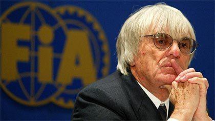 Bernie Ecclestone quiere a Alonso en pista en 2008