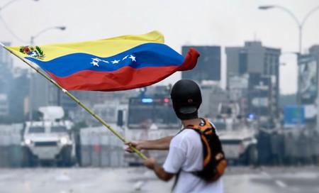 ¿Marchar o migrar? Para los jóvenes en Venezuela, esa es la pregunta
