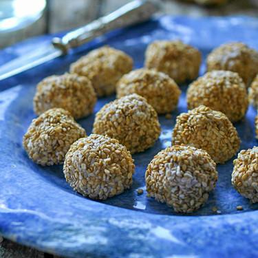"""Aperitivos en formato """"bolita"""" para comer con los dedos: siete recetas fáciles y deliciosas"""