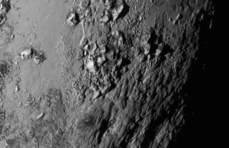 Así es Plutón de cerca: la NASA publica la primera foto de alta definición de su superficie