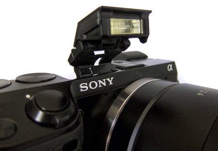 Sony NEX-7 detalle flash