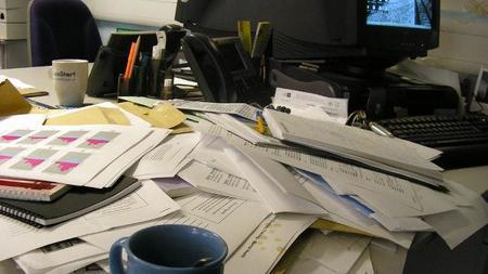 Notas adhesivas, tarjetas y cómo es imposible abandonar el papel en las empresas