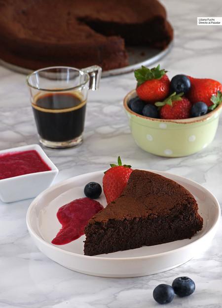 Cómo hacer pastel de chocolate con solo tres ingredientes: receta para chocoadictos