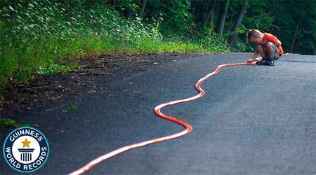 La pista Hot Wheels más larga del mundo mide 663,298 metros y ya tiene su récord Guinness