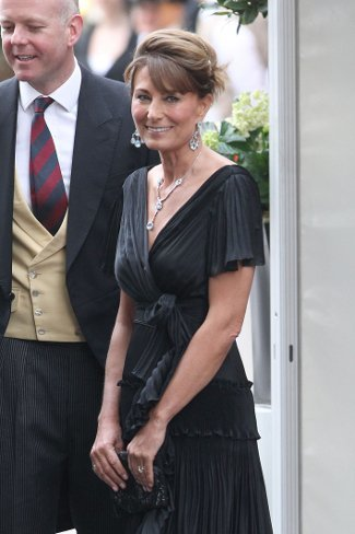 2011-04-29-carole-middleton-02-small.jpg
