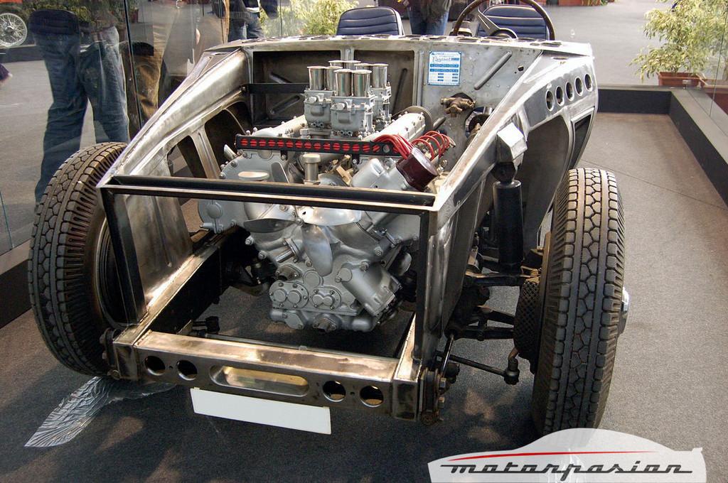 Foto de Pegaso Z 102 al desnudo en el Auto Retro 2007 (1/8)