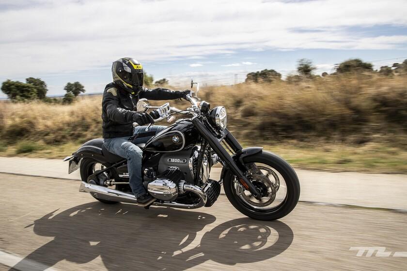 Probamos la BMW R18: una moto de la vieja escuela que lo apuesta todo a un motor descomunal lleno de sensaciones